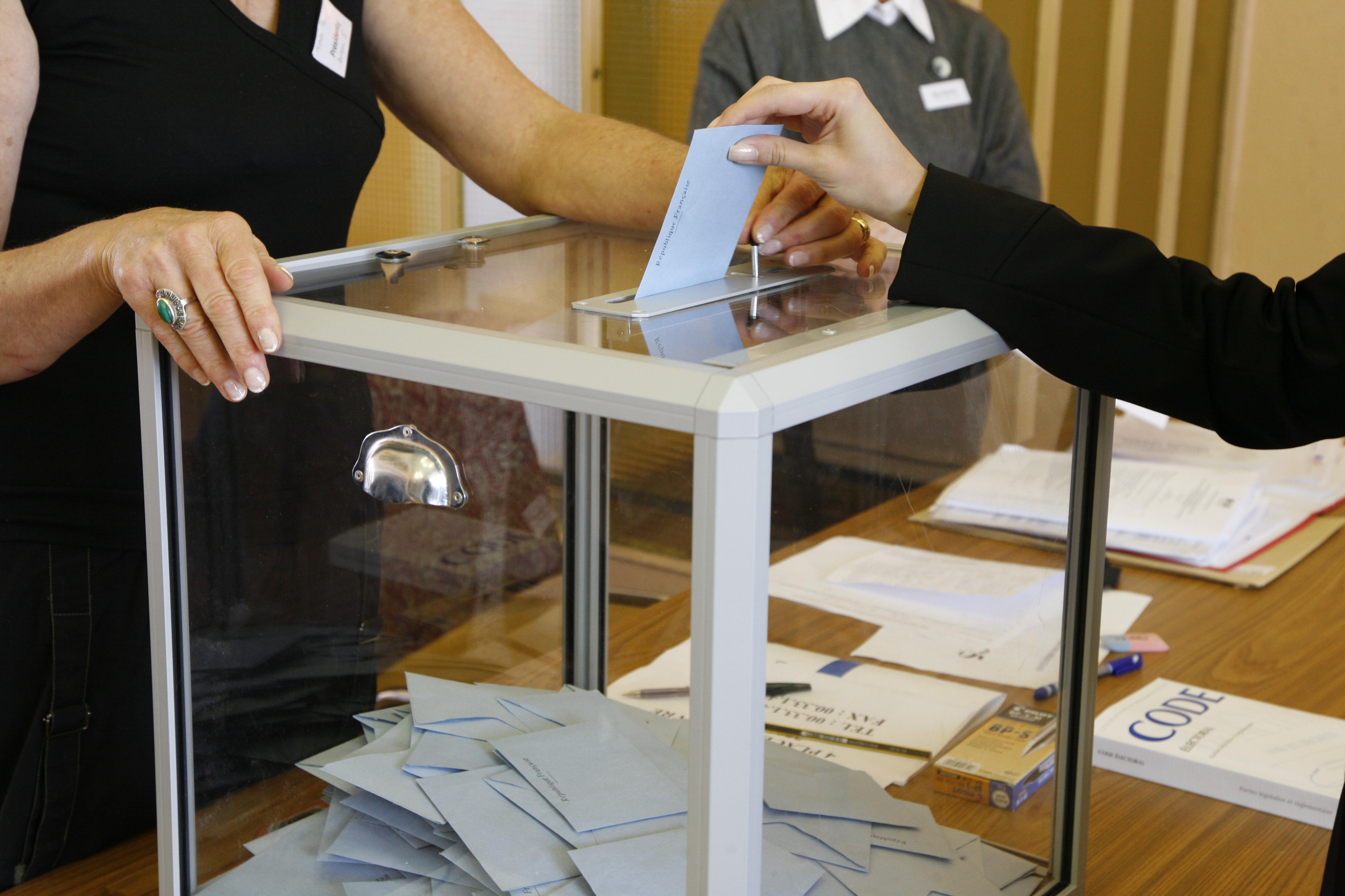 la polemique sur le maintien du 1er tour des elections municipales se poursuit sur les reseaux sociaux